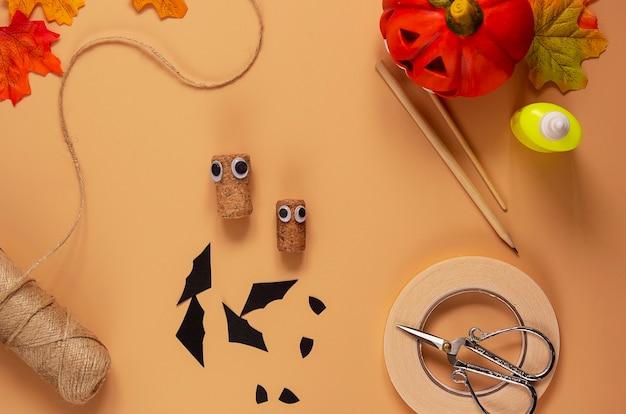 Giocattolo pipistrello di halloween. progetto artistico per bambini, artigianato per bambini. passaggio 4.