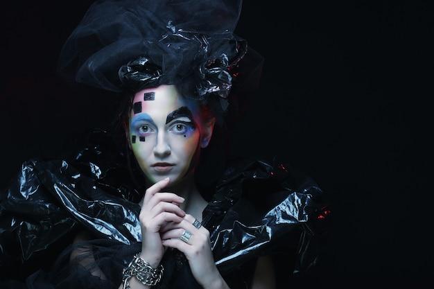 Trucco della donna di stile di bellezza di halloween. stile scuro.