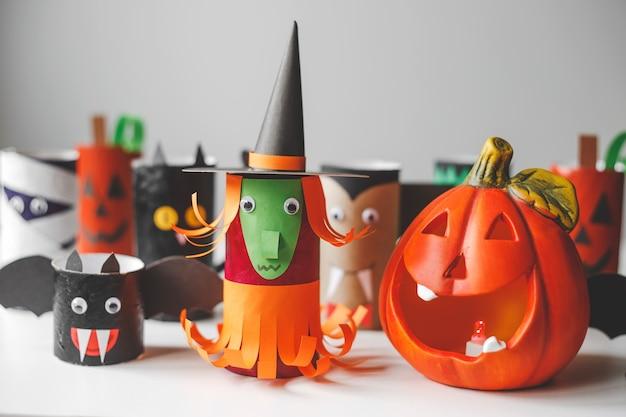 Mostri di halloween da rotoli di carta igienica lavoretti per bambini per halloween