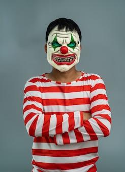 Costume da festa di halloween. ritratto di maschera trucco joker.
