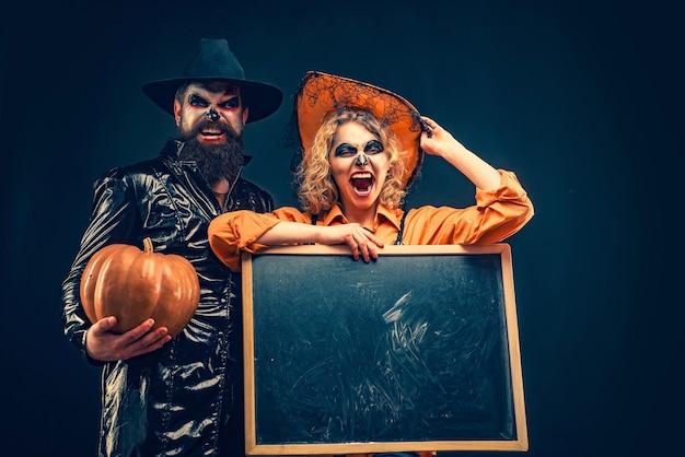 Festa di halloween e concetto di vacanza halloween design per copia spazio a bordo