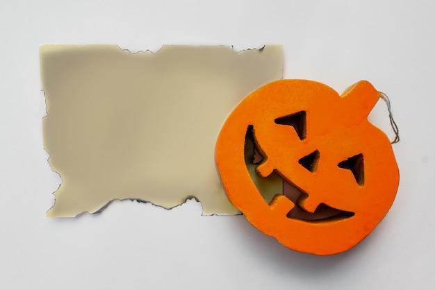 Zucca di halloween con la vecchia lettera mock up