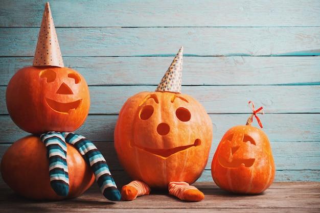 Zucca di halloween sul tavolo di legno