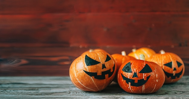 Zucche di halloween su legno