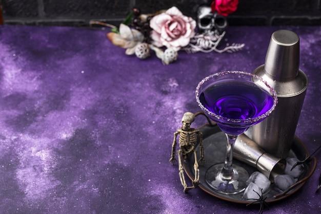 Cocktail margarita viola lavanda di halloween