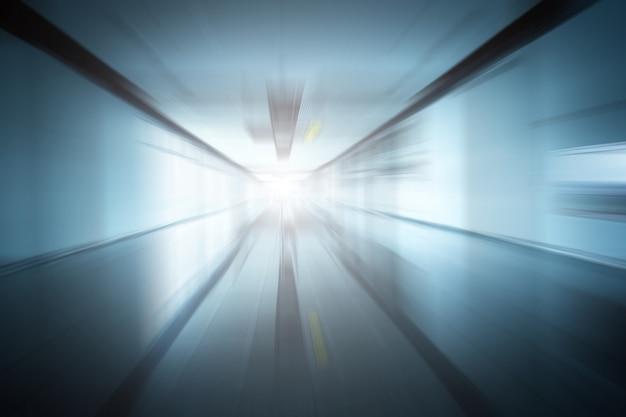 Corridoio in edificio con vetro