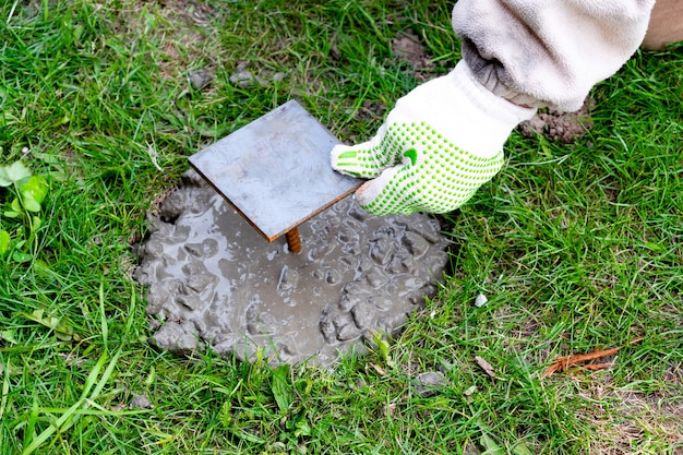 Martello ferro costruire cemento soluzione malta cementizia ristrutturazione edilizia posa fondazione