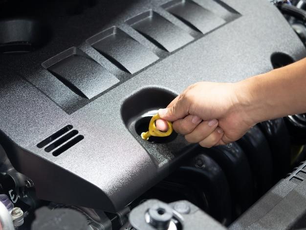 Attrezzatura di controllo manuale del motore interno dell'auto