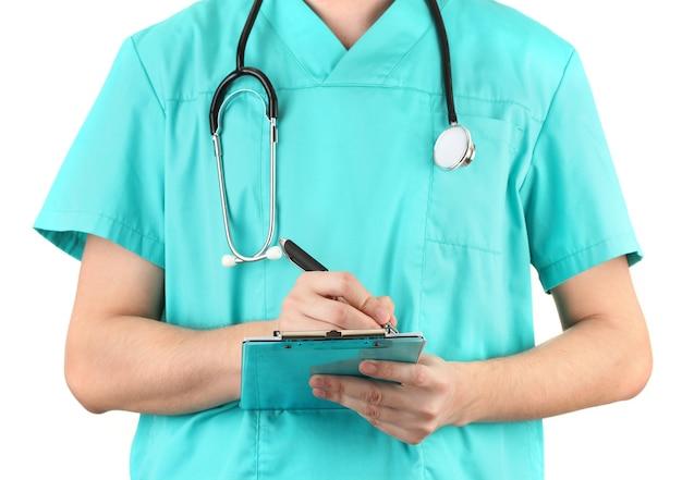 Mano del medico con la penna che scrive sulla prescrizione in bianco, isolata su white