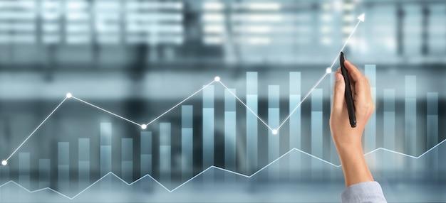 Grafico di tiraggio della mano, progresso del grafico di crescita del business che analizza i dati finanziari e di investimento