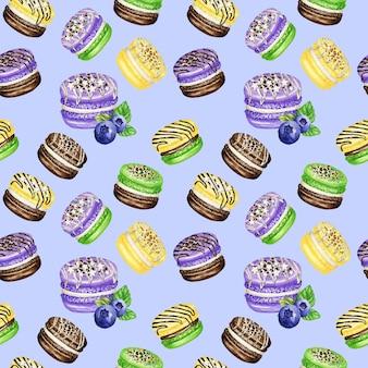 Reticolo senza giunte di torte macaron francese dell'acquerello disegnato a mano. cioccolato, vaniglia, frutta dessert di pasticceria su sfondo viola amaretti colorati, mirtillo menta banana dolce trama del tessuto.