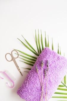 Trattamenti per unghie mani e piedi, strumenti per manicure e pedicure, copia spazio