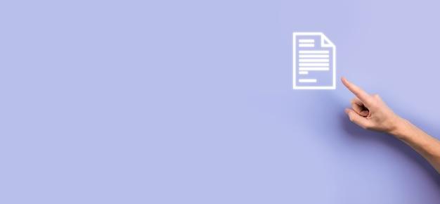 Mano che tiene in mano un'icona del documento gestione dei documenti sistema dati business internet technology concept. sistema di gestione dei dati aziendali dms