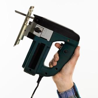 Sega elettrica della holding della mano