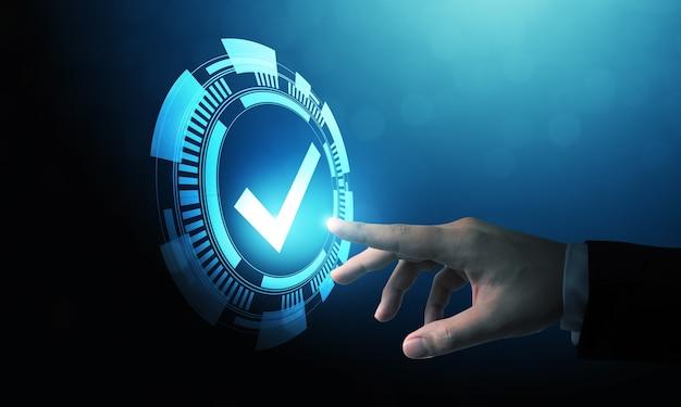 Mano che indica il design della tecnologia digitale di un segno di spunta blu