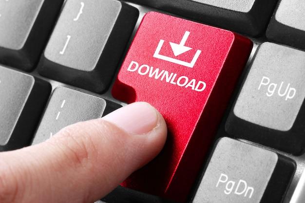 Tasto di download della mano premere sulla tastiera