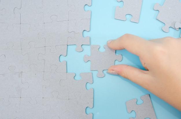 Metti a mano l'ultimo pezzo del puzzle per completare la missione