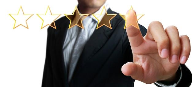 Mano di toccare l'aumento di cinque stelle in aumento. aumentare la valutazione della valutazione e il concetto di classificazione