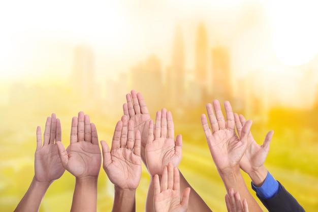 Alzi la mano per l'attività del tuo evento.