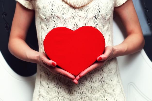 Scatola del cuore di san valentino a mano