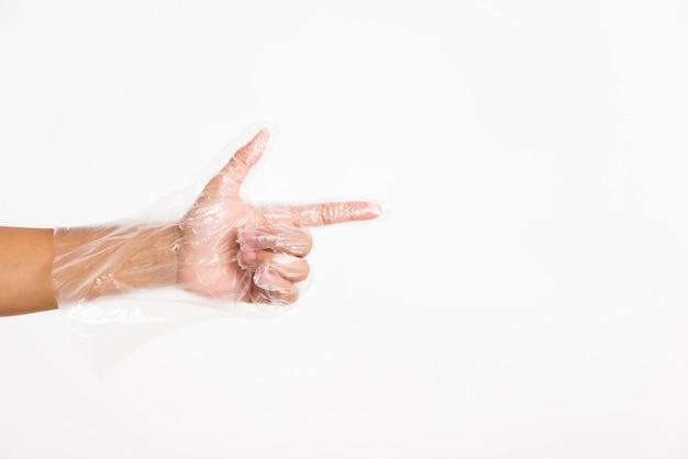 Mano che indossa guanti protettivi monouso con dito puntato