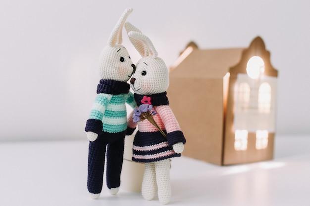 Coniglietti lavorati a maglia fatti a mano