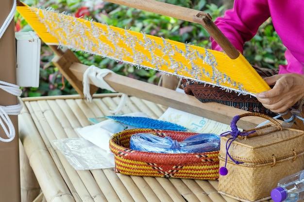 Tessitura fatta a mano nell'antica thailandia in una bellissima finitura.