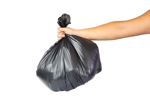 Mani che tengono la borsa di immondizia isolata su fondo bianco.