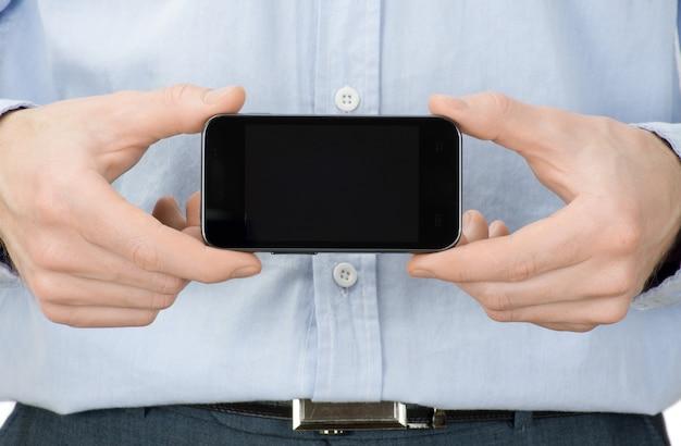 Mani che tengono mobile isolato su bianco