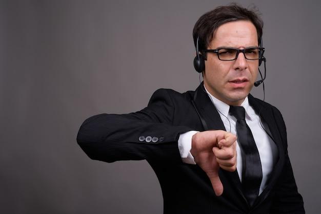 Handsome imprenditore lavora come rappresentante del call center