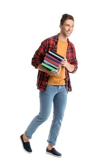Bel giovane con libri su bianco