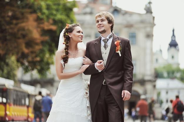 Sposa e sposo felici