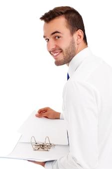 Un uomo d'affari felice che tiene i documenti