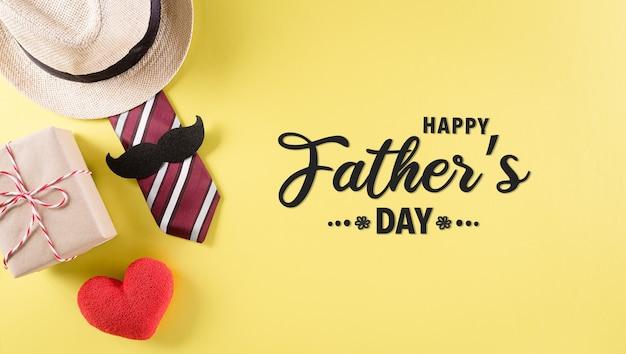 Felice giorno del papà concetto di sfondo con cravatta e baffi cappello confezione regalo cuore rosso con il testo su sfondo giallo pastello
