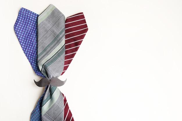 Happy fathers day, cravatte accessori uomo su bianco