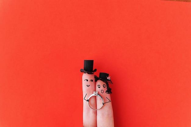 Felice coppia di dita innamorate