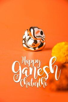 Felice biglietto di auguri ganesh chaturthi con fotografia di lord ganapati idol o dio elephand della religione indù