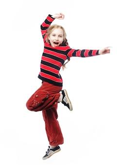 La ragazza felice salta