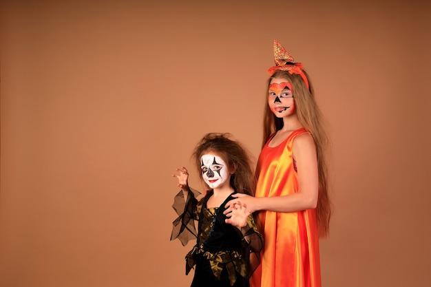 Happy halloween un ritratto di bambini in costume