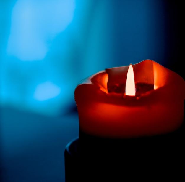 Buone vacanze biglietto di auguri sfondo e concetto di stagione invernale candela rossa vacanza su sfondo scuro design e decorazione del marchio di lusso per natale capodanno e san valentino