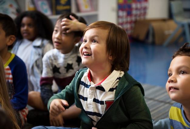 Bambini felici alle elementari