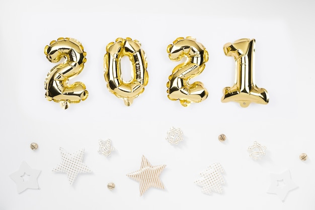 Felice anno nuovo 2021 celebrazione. palloncini numero d'oro