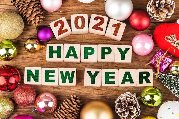 Felice anno nuovo 2021 con addobbi natalizi