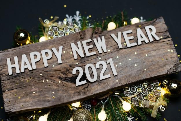 Felice anno nuovo 2021 su legno
