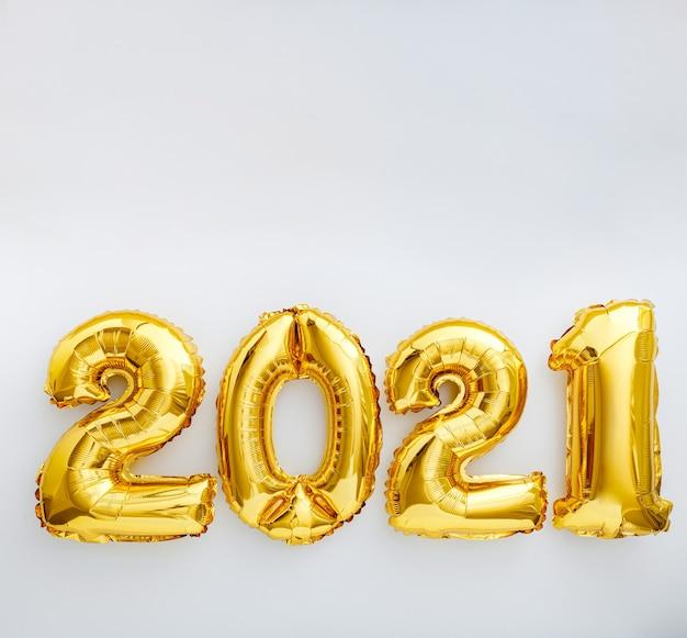 Felice anno nuovo palloncini in lamina d'oro 2021 palloncino su bianco