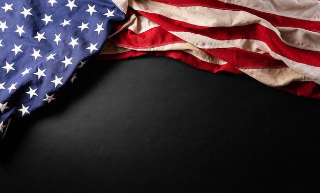Felice giorno del presidente concetto con bandiera degli stati uniti su sfondo nero black