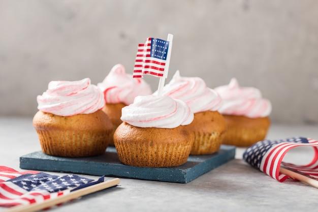Buon giorno ai presidenti. portacandele patriottici della tazza del rifornimento di cottura per i concetti di festa e del 4 luglio.