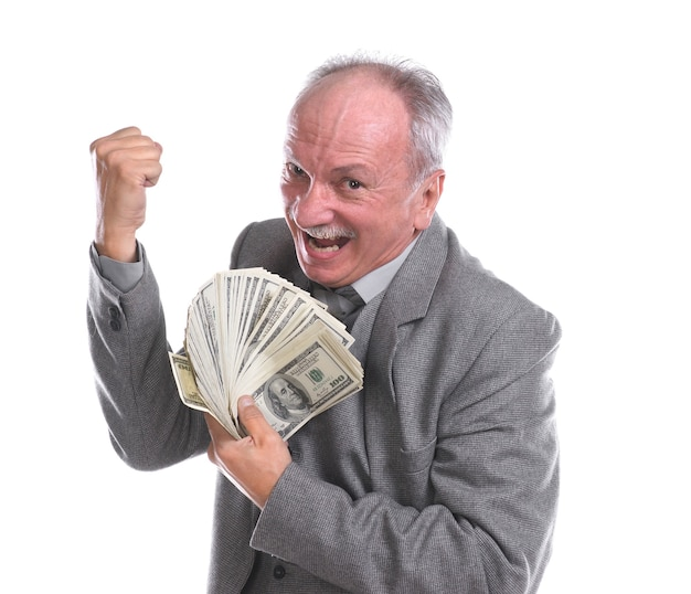 Uomo maggiore felice con banconote isolate