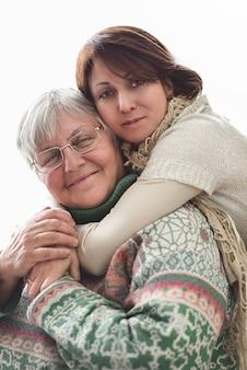 Felice senior madre e figlia