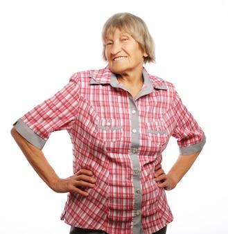 Felice donna senior isolata su bianco